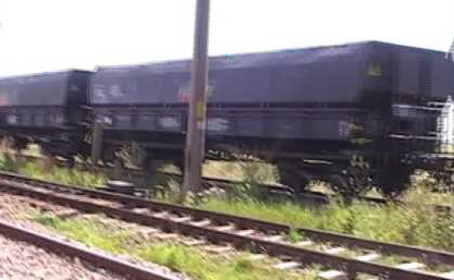 Vagon de tren deraiat in Mehedinti. Circulatia feroviara este blocata