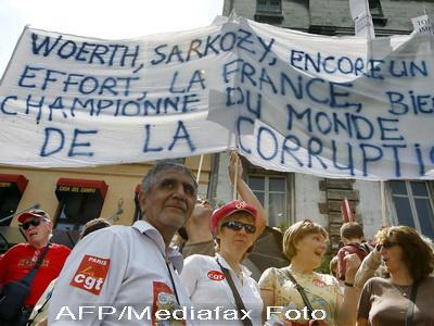 Sindicatele din Franta din nou in strada. Legea pensiilor, motiv de disputa