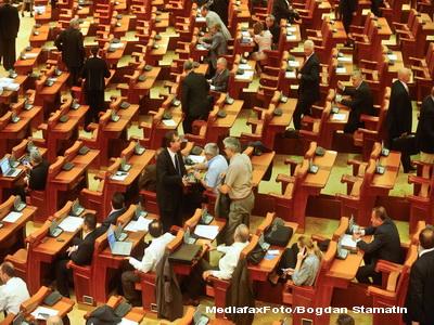 Revista presei: Soarta guvernului Boc se joaca la limita