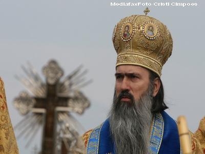 Cheta pentru Arhiepiscopia Tomisului! 100 de preoti au facut