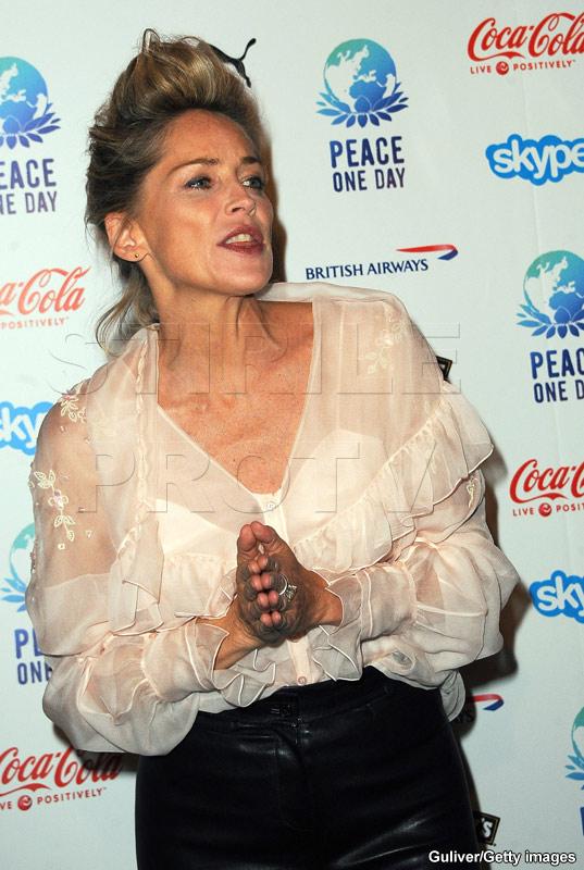 Sharon Stone, neingrijita si cam ciufulita pe covorul rosu, la Paris!