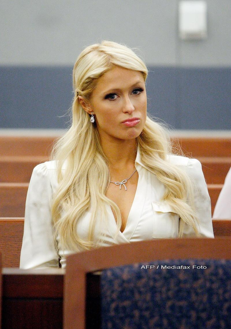 Paris Hilton, retinuta pe aeroportul din Tokio. Are interzis in Japonia
