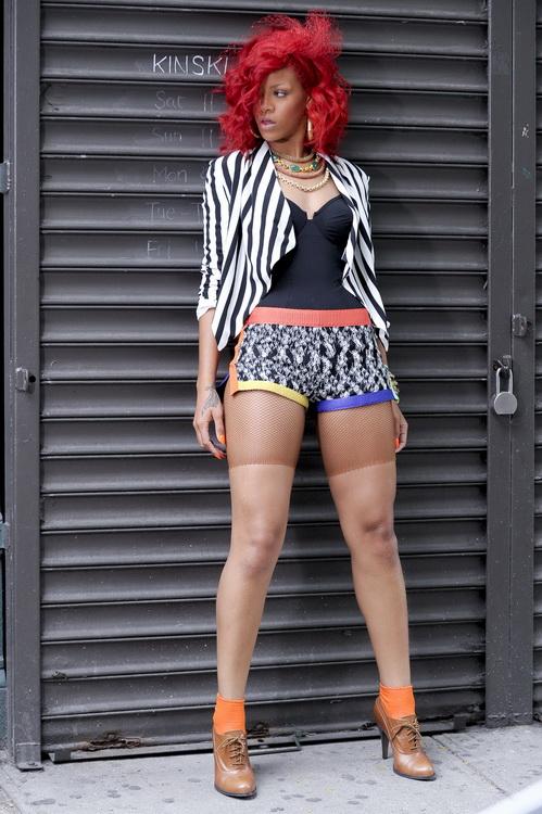 Rihanna, mai ceva ca un clovn in noul sau videoclip. FOTO
