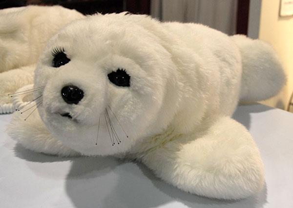 Paro, robotelul foca, cea mai tare jucarie in Japonia. Costa 6000 de dolari