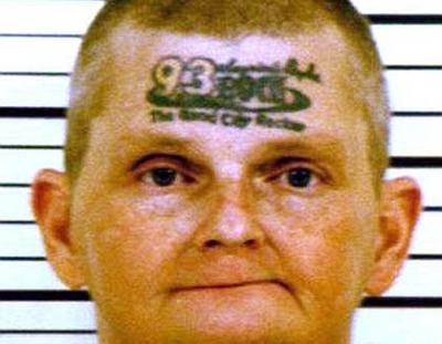 Din categoria mare e gradina: s-a tatuat pe frunte in urma unei farse