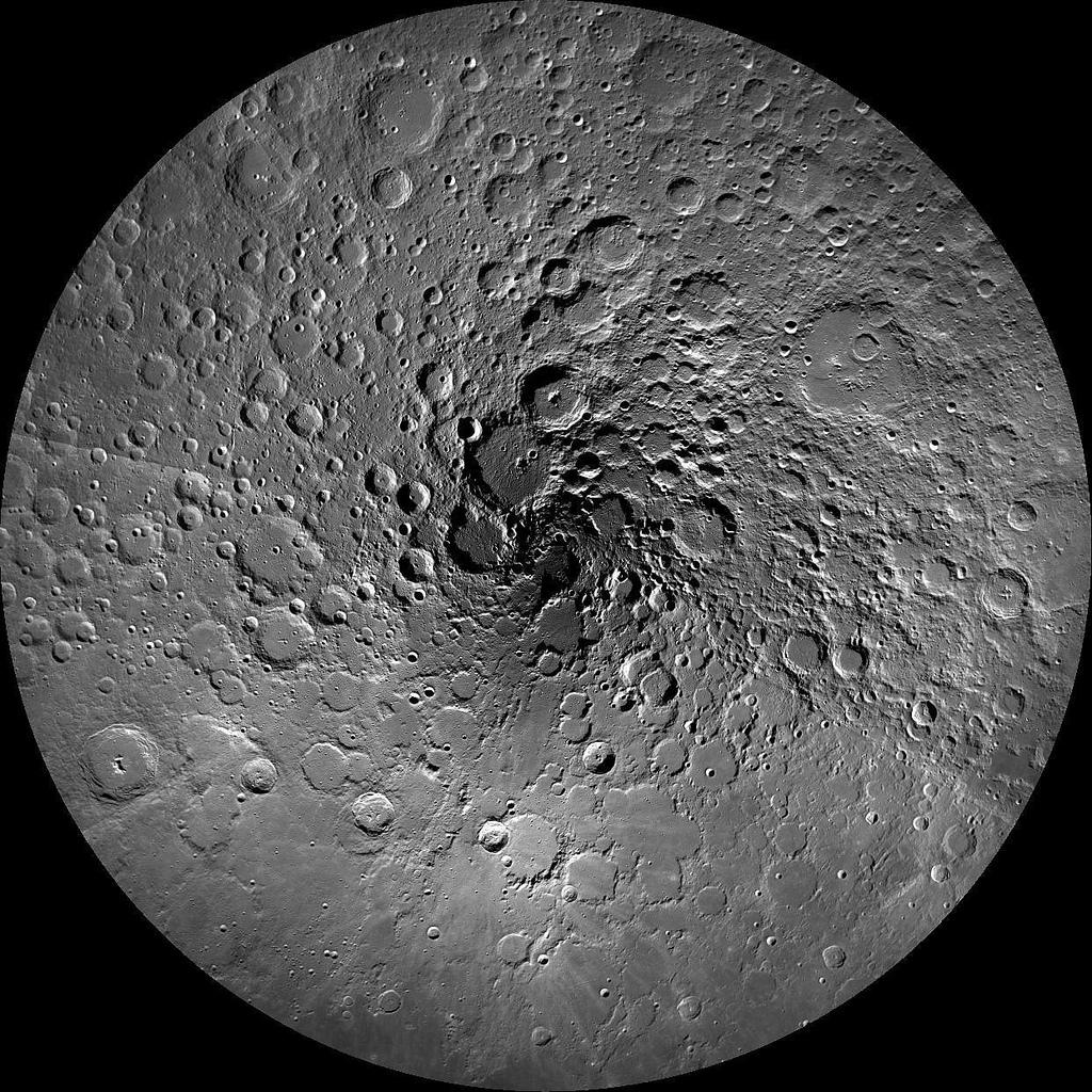 Ceva ce n-ai mai vazut niciodata: Polul Nord al Lunii. FOTO