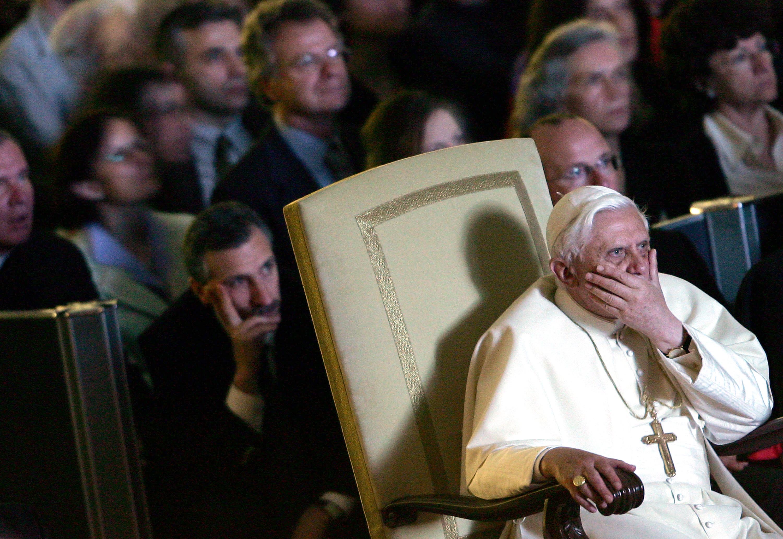 Papa Benedict al XVI-lea, fata-n fata cu victimele abuzate sexual de preoti. Ce le-a spus