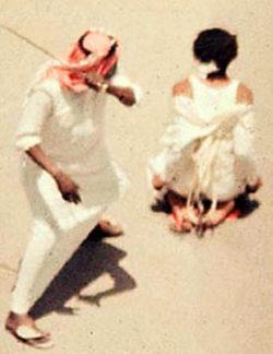 Cine a salvat-o de bici pe femeia condamnata pentru ca a indraznit sa conduca in Arabia Saudita