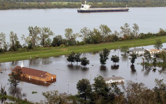 Fenomen ciudat provocat de uraganul Isaac. Raul Mississippi a curs invers timp de 24 de ore