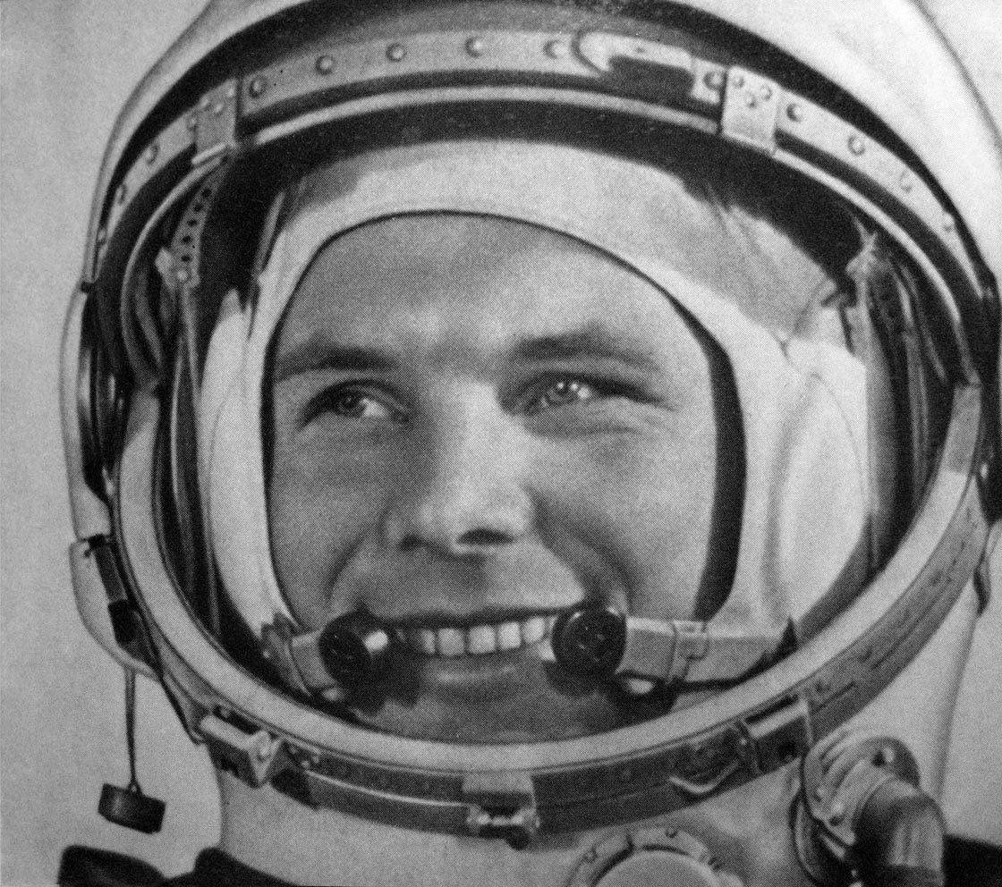 Yuri Gagarin, primul om care s-a aventurat dincolo de