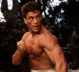 Imagini incredibile cu Jean Claude Van Damme. Actorul bea si danseaza intr-un local din Capitala