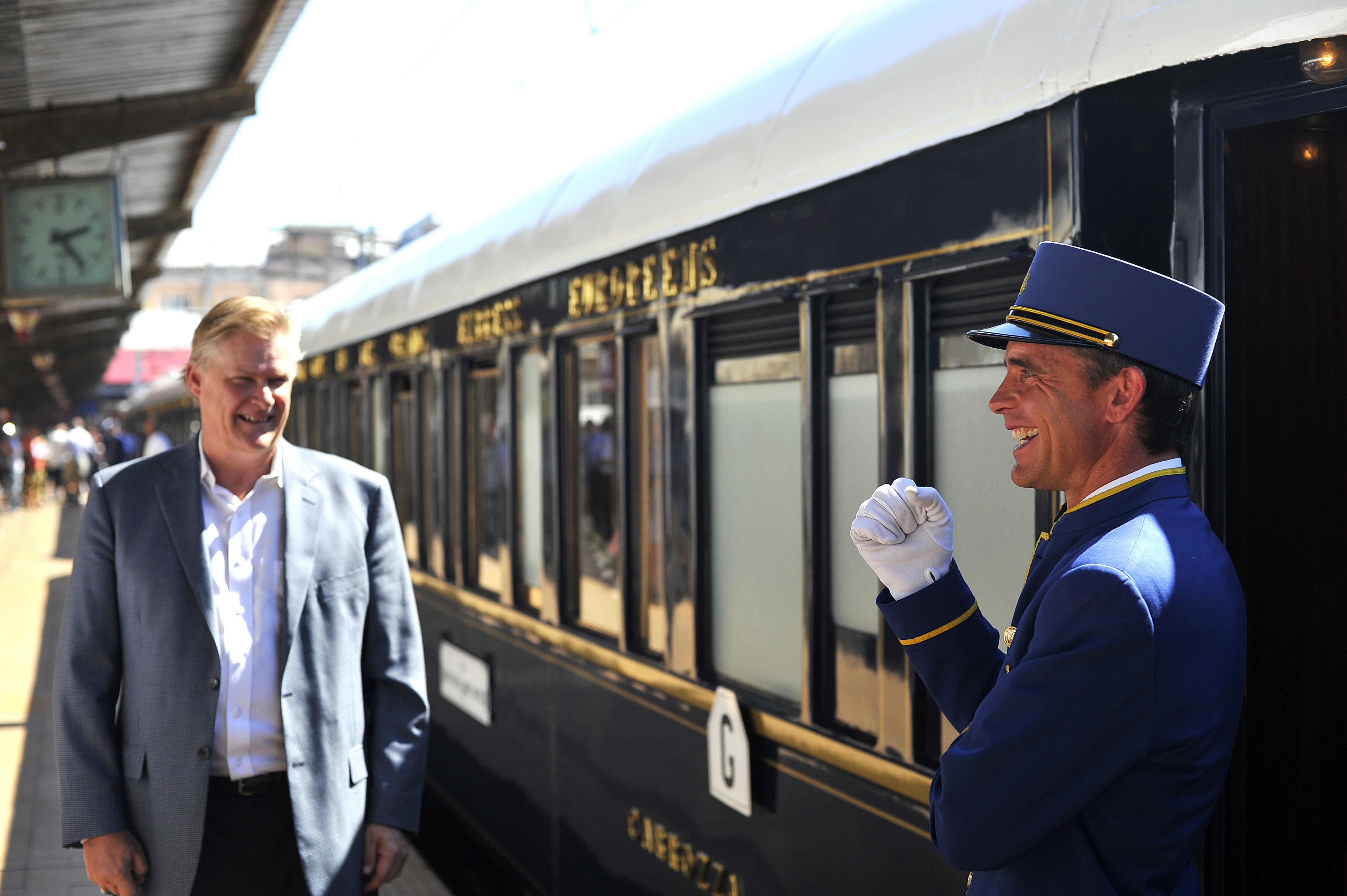 Trenul Orient Express a plecat din Sighisoara cu trei geamuri sparte