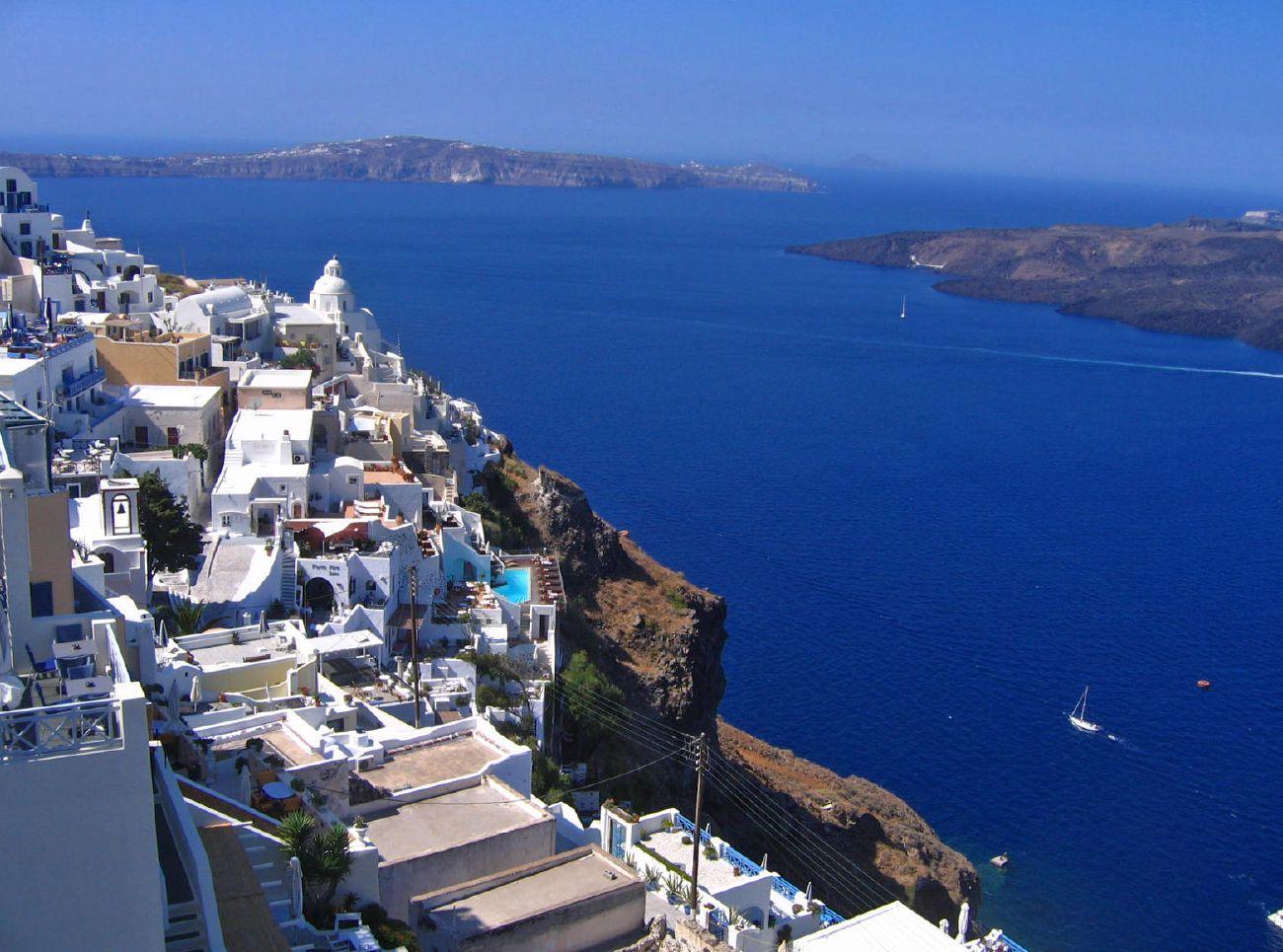Un vulcan din Santorini ar putea erupe in viitorul apropiat. Ultima eruptie a ingropat insula