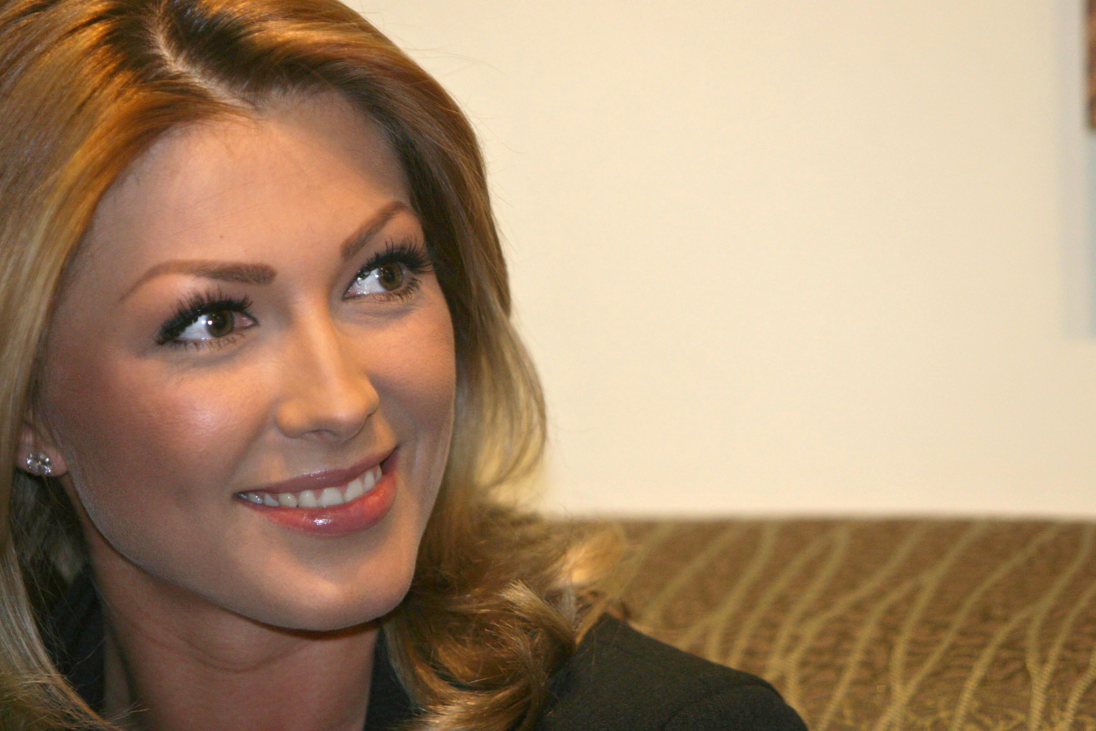 Ilinca Vandici va prezenta CanCan TV alaturi de Adrian Artene ACASA incepand de pe 17 septembrie