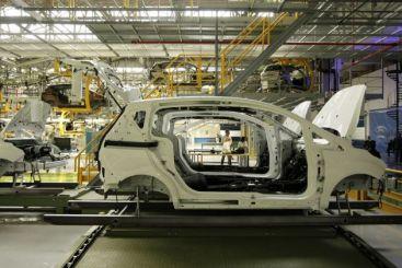 Ford Craiova trimite in somaj tehnic 2500 de oameni si opreste productia pentru 2 saptamani