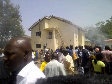 TheMorningStarr: O femeie din Nigeria a dat nastere unui CAL viu in timpul unui ritual de exorcizare