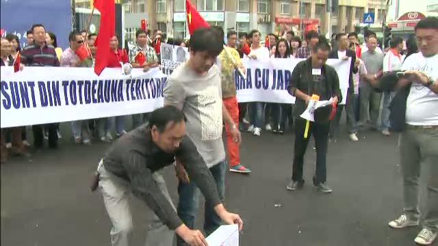 200 de chinezi au protestat in fata ambasadei Japoniei de la Bucuresti: