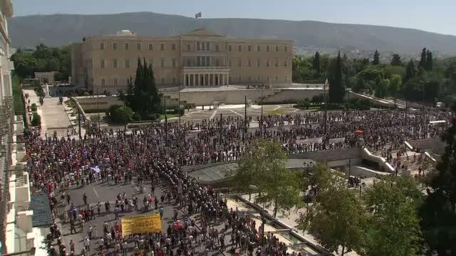 Greva generala in Grecia. Oamenii cer respingerea masurilor de austeritate propuse de Parlament