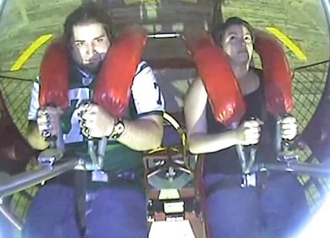 Tipetele dintr-un parc de distractii ale unui barbat l-au facut star pe internet. VIDEO