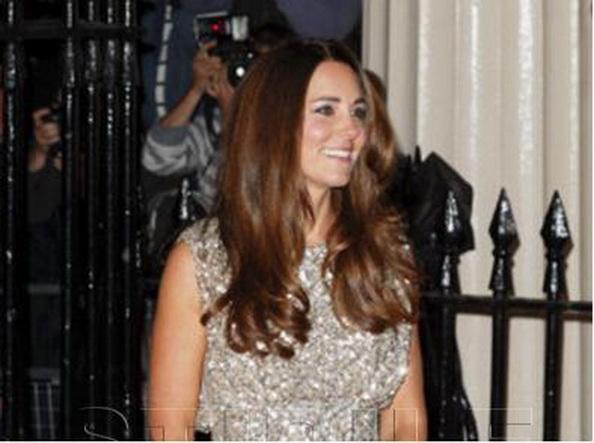 Britanicii, suparati ca nemtii de la Bild au publicat imagini in care Ducesa de Cambridge apare cu fusta ridicata de vant
