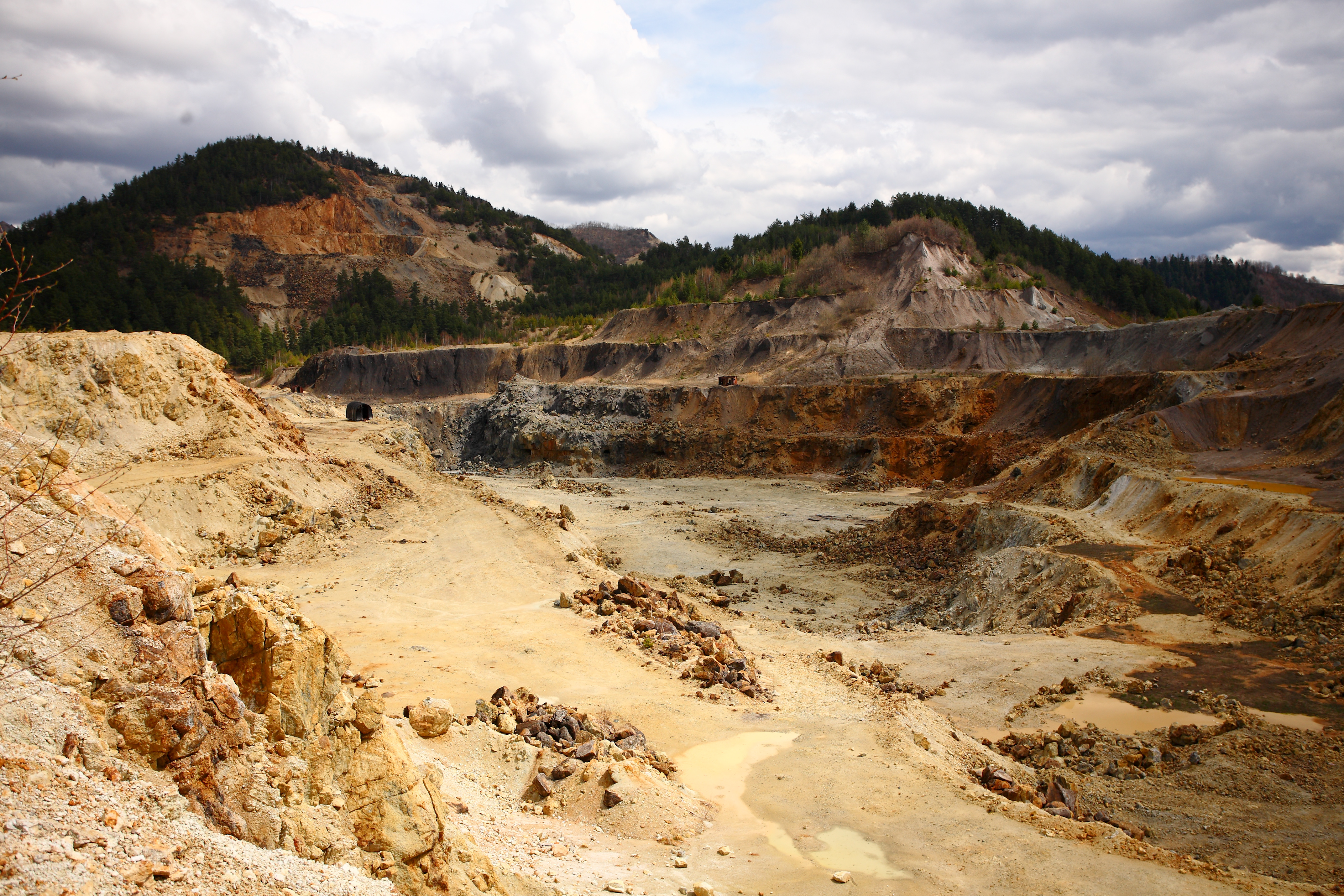 Comisia Parlamentara speciala a respins proiectul privind exploatarea miniera de la Rosia Montana