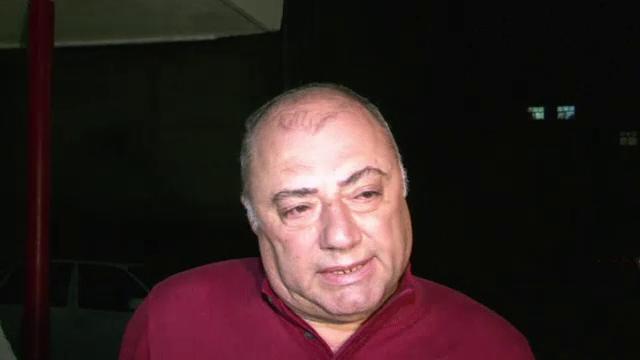 Cu lacrimi in ochi, fostul primar al Craiovei, Antonie Solomon, s-a prezentat in arestul politiei