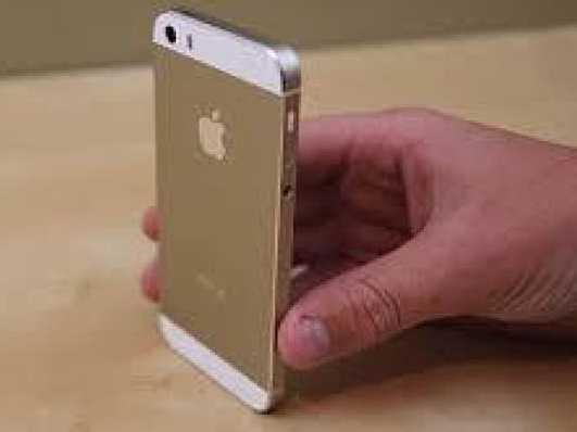 Un iPhone 5S auriu s-a vandut pe eBay contra sumei de 10.100 dolari