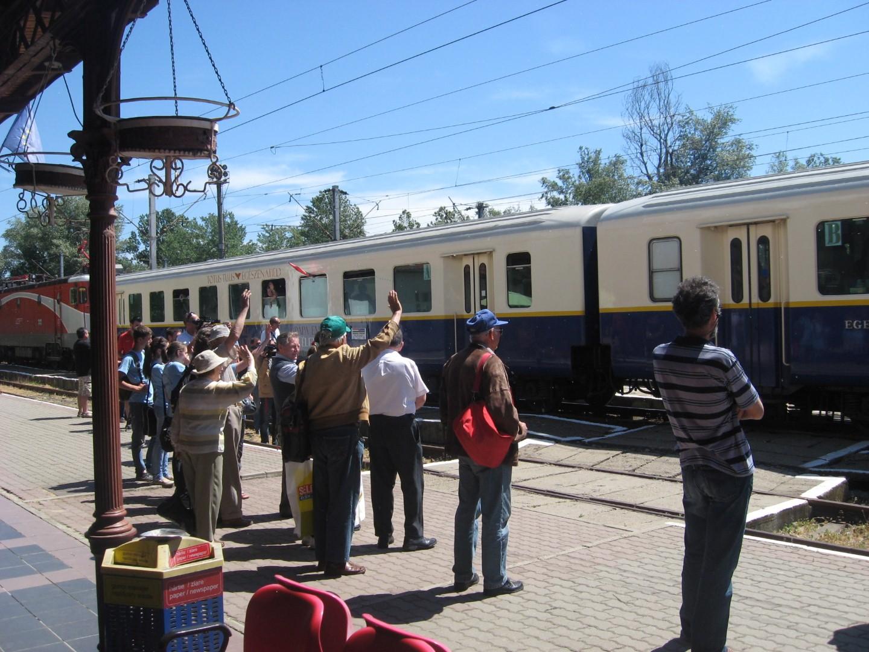 Incident cu un tren international, la Lipova. Jumatate dintre vagoane s-au desprins de garnitura