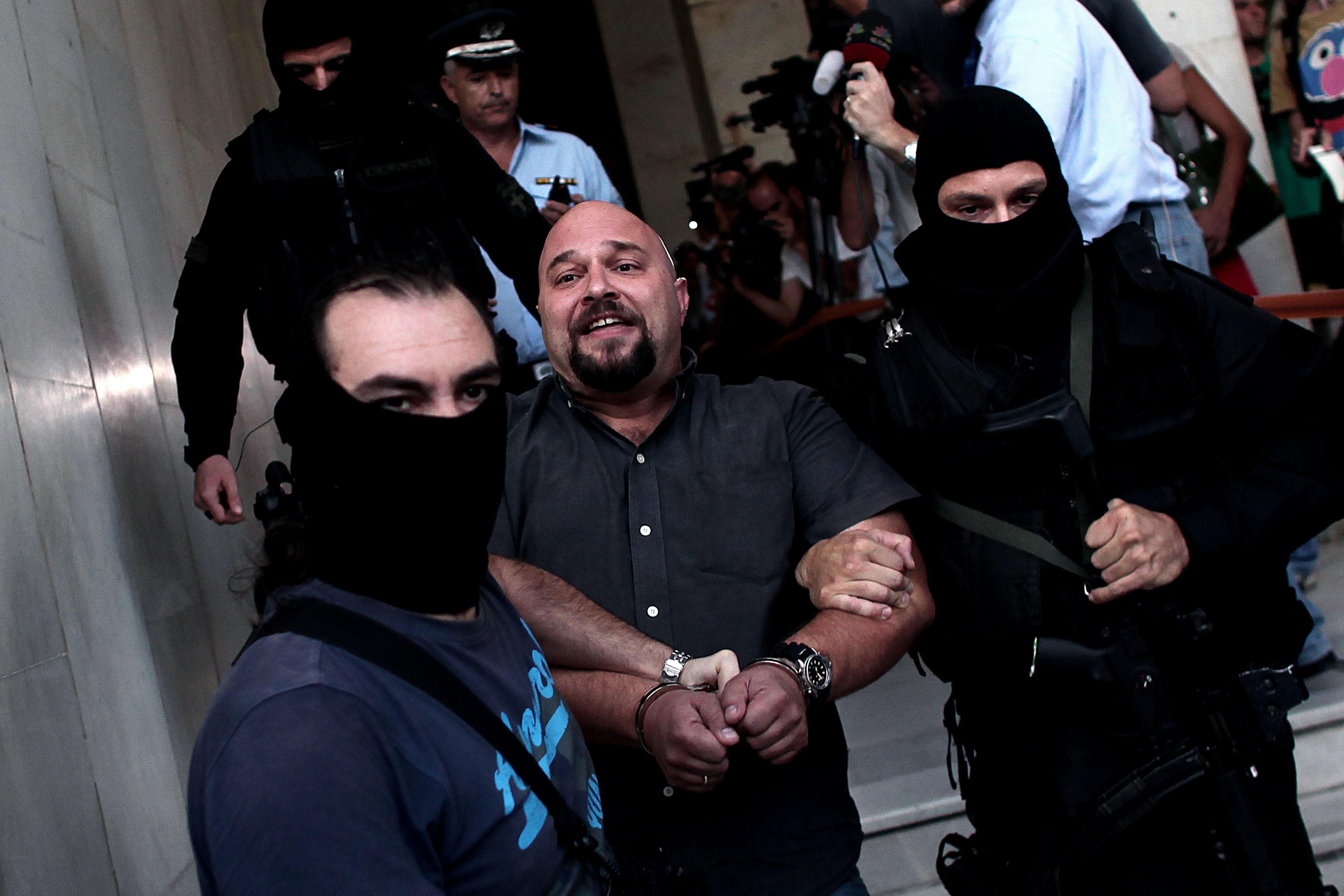 Liderii neo-nazisti greci, arestati dupa un val de violente ce au culminat cu uciderea unui rapper