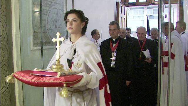 Cavaleri si doamne din Ordinul romanesc al Templierilor, innobilati la Biserica Lutherana. Ce juraminte s-au rostit