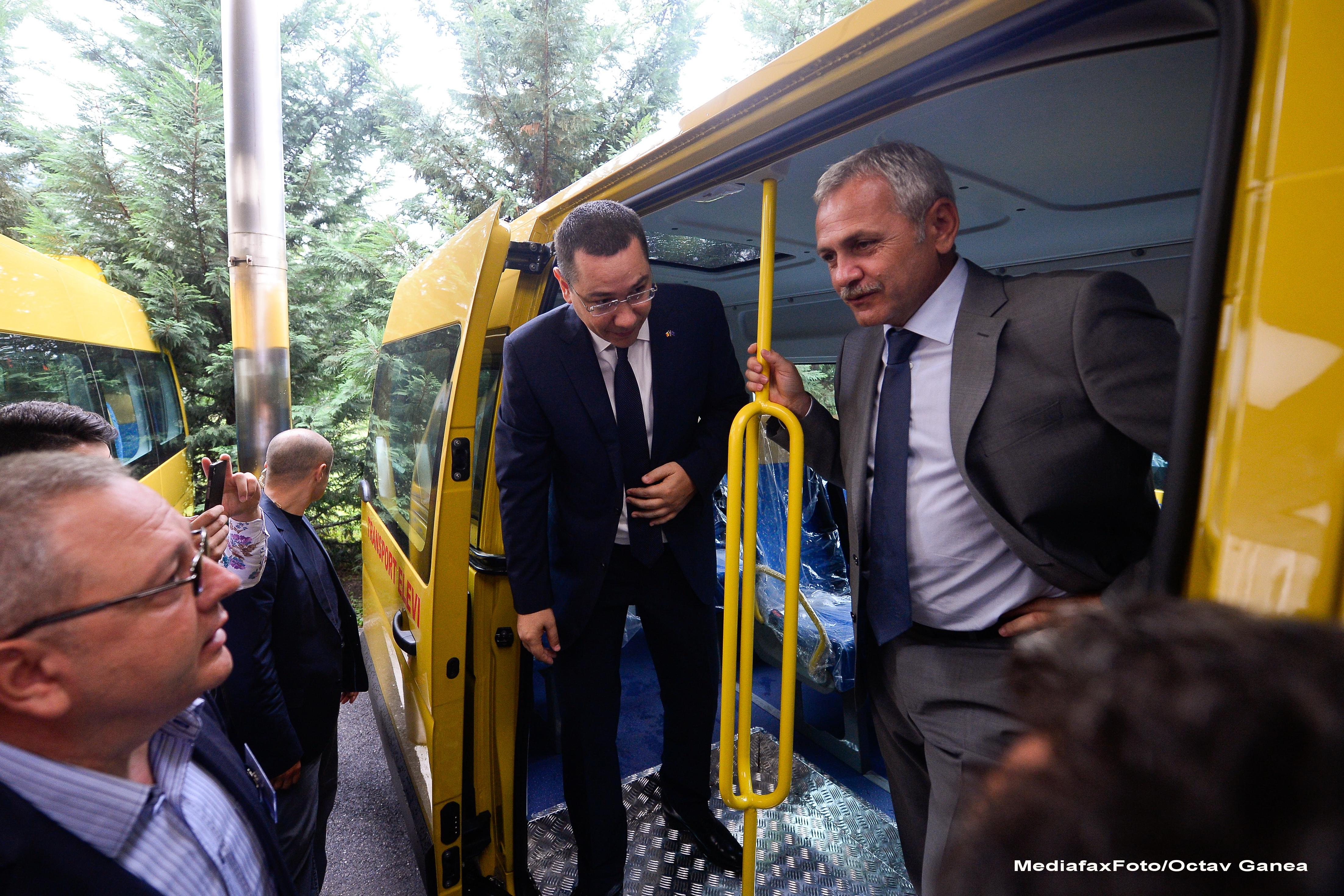 Vicepremierul Liviu Dragnea a refuzat sa taie o panglica in culorile steagului secuiesc, la inaugurarea unui drum judetean