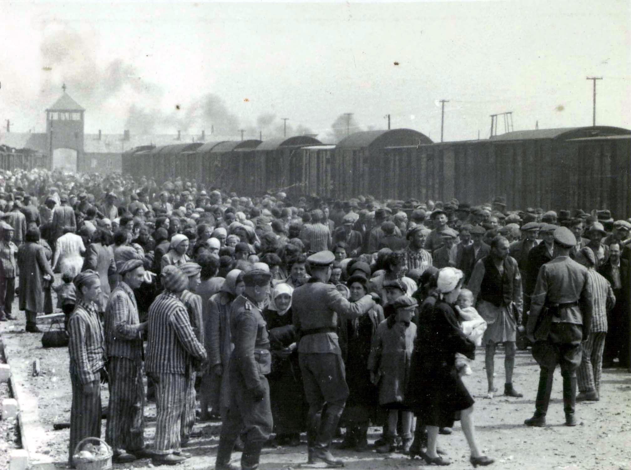 Un fost gardian de la Auschwitz este acuzat in Germania de complicitate la 300.000 de crime
