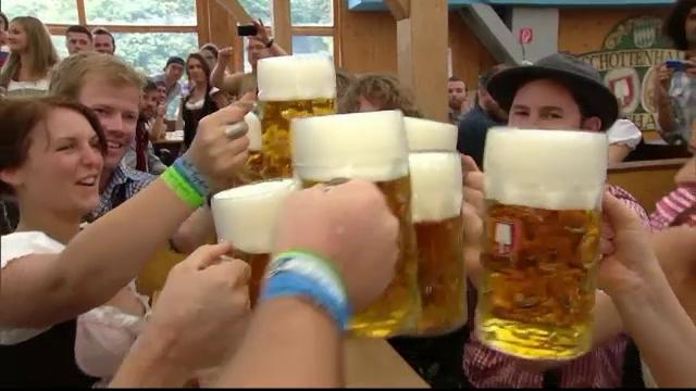 Oktoberfest, unde berea este vedeta absoluta, a inceput la Munchen. 6 milioane de oameni sunt asteptati la sarbatoare