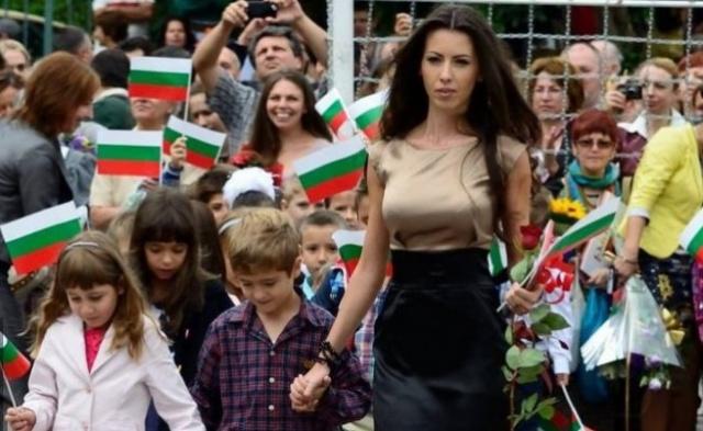 Bulgaria se lauda cu invatoarea care a devenit viral pe internet dupa prima zi de scoala