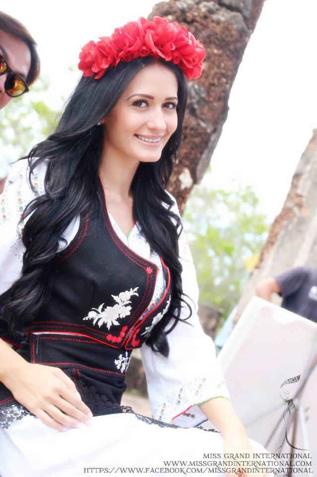 Este programator si arbitru de sah. Cum arata tanara care reprezinta Romania la Miss Grand International 2014