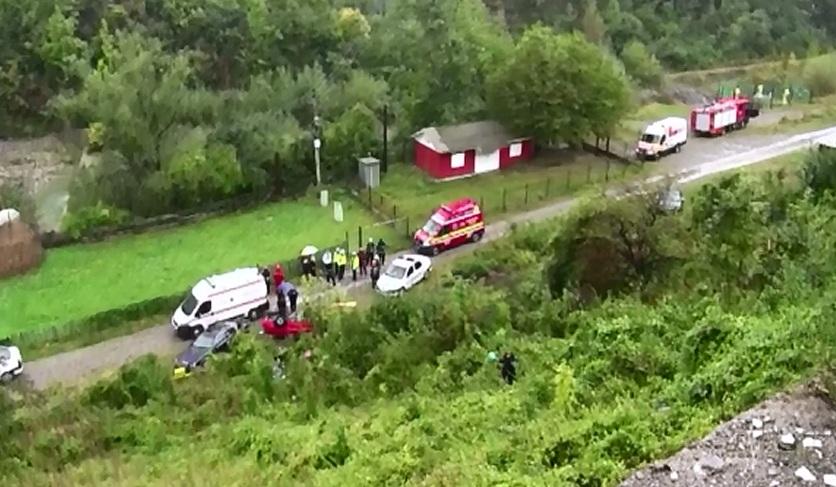 Zece accidente, in ultimele luni pe DN1, in zona Posada, din cauza ca nu exista parapeti. Un sofer sarb a plonjat intr-o rapa