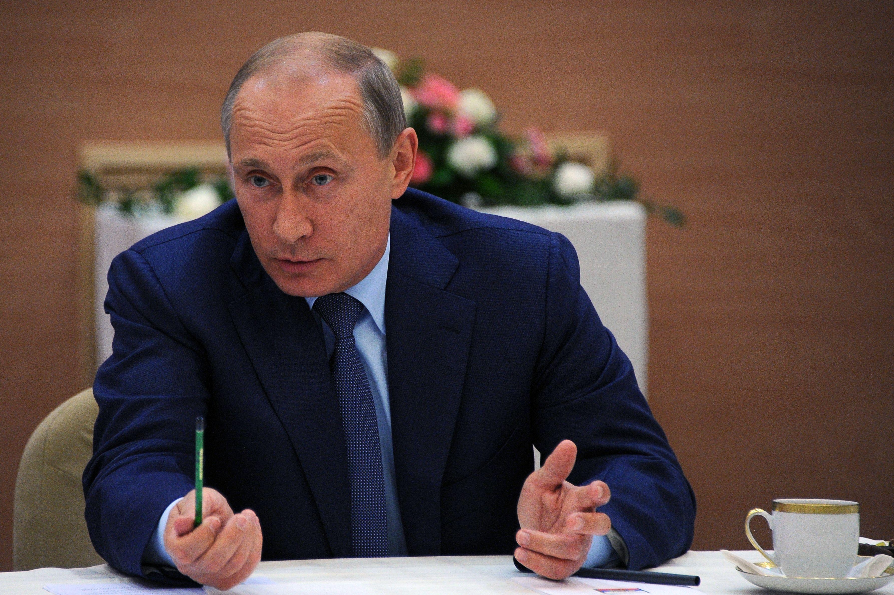 Rubla s-a depreciat la un minim record, Banca centrala a Rusiei va interveni. Analist:
