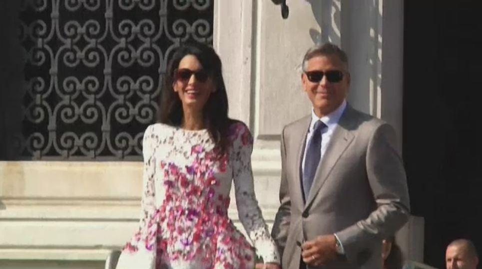 George Clooney si Amal s-au casatorit civil, la primaria din Venetia. Cum arata verigheta brunetei. VIDEO