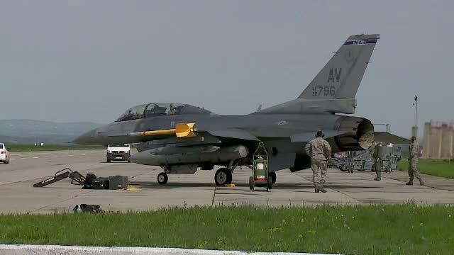 Primii piloti romani au plecat in Portugalia, pentru a invata sa zboare pe F16. Avioanele sunt cumparate la mana a treia