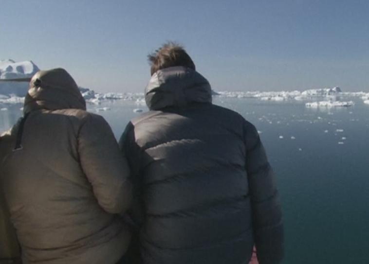 Tot mai multi turisti isi petrec vacanta de vara in Groenlanda. Care sunt principalele atractii