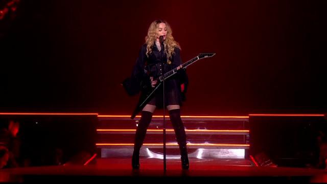 Madonna da startul unui nou turneu controversat,