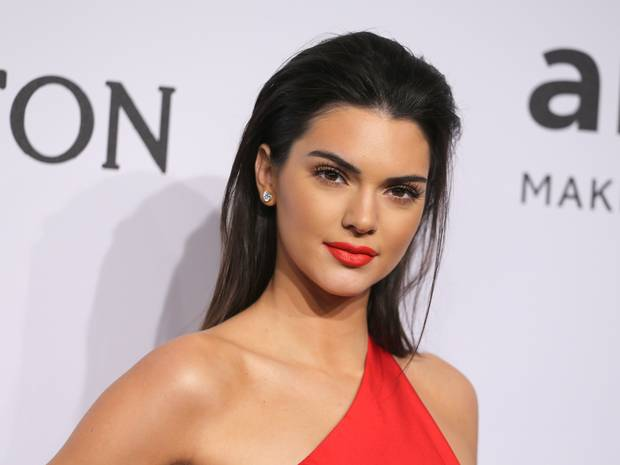 Are doar 19 ani, dar este pe lista celor mai bine platite modele din lume: cum a pozat Kendall Jenner pentru Vogue