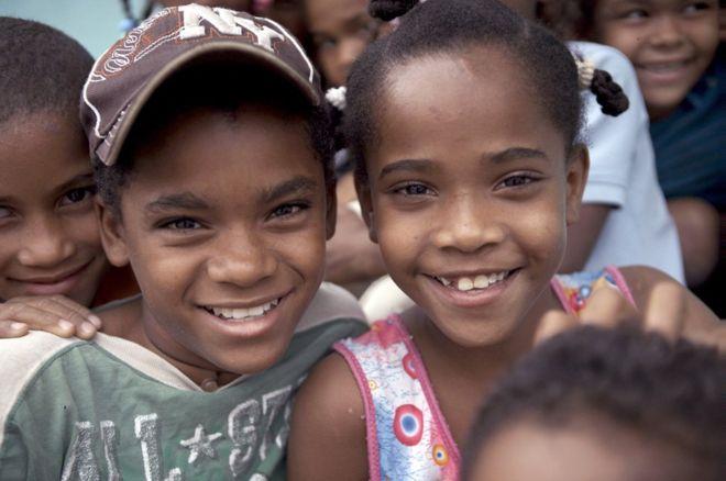 Caz extraordinar intr-un sat din Republica Dominicana. Copii nascuti cu sex feminin se transforma in baieti la pubertate