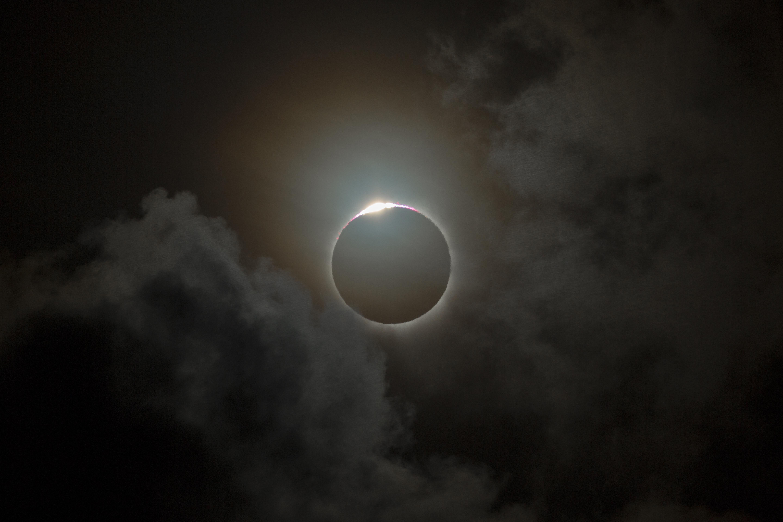 O eclipsa de Luna este vizibila si din Romania. Cand incepe fenomenul astronomic