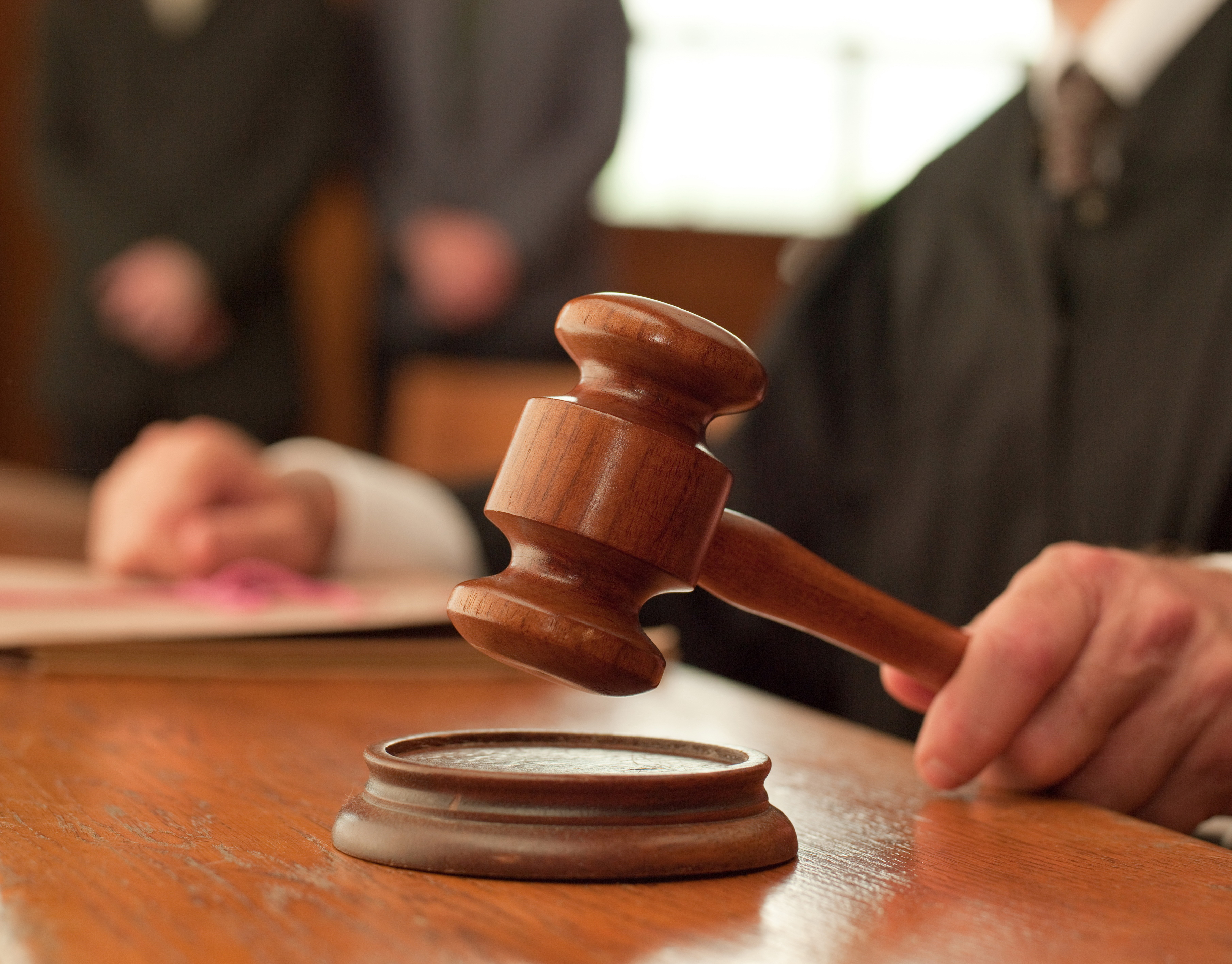 Fostul primar din Navodari, judecat pentru abuz in serviciu, a cerut in instanta suspendarea si anularea OUG 14