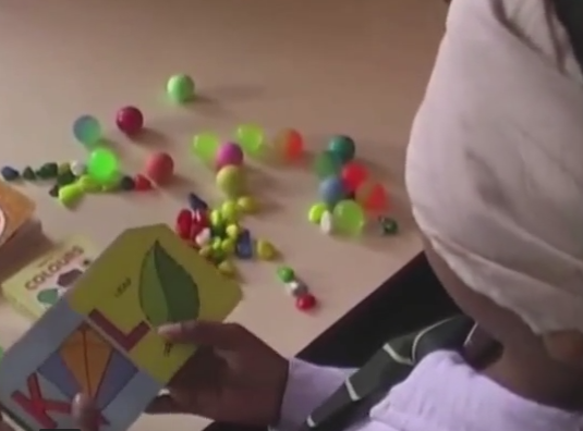 Geniu la 10 ani. Cum a ajuns un baiat din India sa ghiceasca culorile si sa mearga pe bicicleta legat la ochi