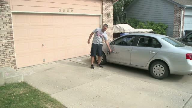 Un american a fost atacat de un elan in timp ce se plimba cu masina intr-o rezervatie naturala. Cum s-a incheiat intalnirea