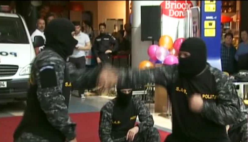 Sabii si dezamorsare de bombe, intr-un mall din Capitala. Motivul pentru care luptatorii SAS s-au