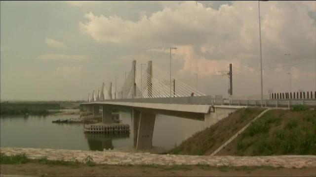 Podul Calafat-Vidin, inchis iar pentru reparatii. Au aparut gropi in asfalt la 5 luni de la deschidere