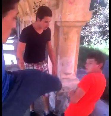 Adolescent batut cu pumnii si picioarele din cauza unei fete. Intamplarea a avut loc in Parcul Pestisorul din Pascani. VIDEO